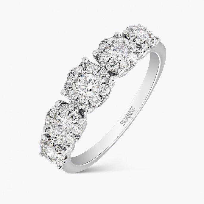 Sortija de oro blanco con diamantes talla brillante, Suarez.