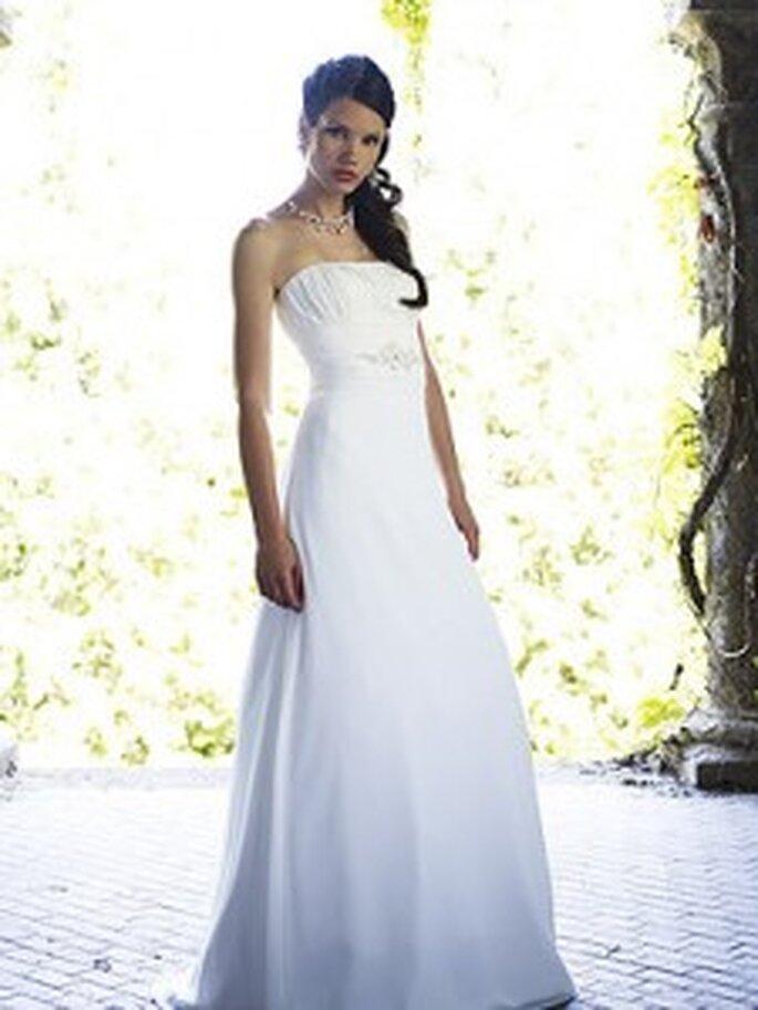 LILLY 2010, 3104 - Brautkleid aus Crêpe-Georgette mit Ornament-Satinband, in vertikale Falten gelegtes Bustier