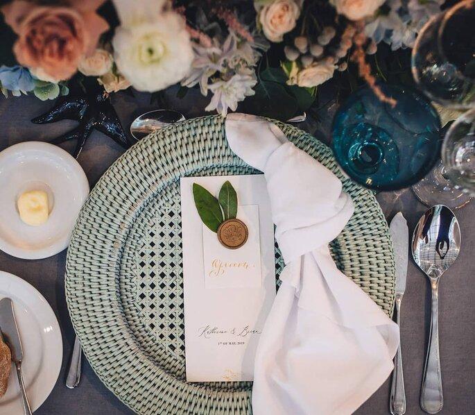prato com marcador de mesa casamento