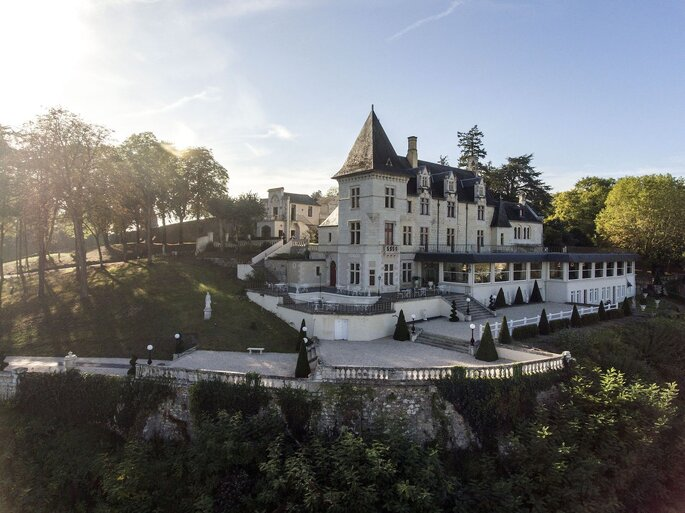 Le Château le Prieuré et sa façade Renaissance, au coeur d'un parc boisé