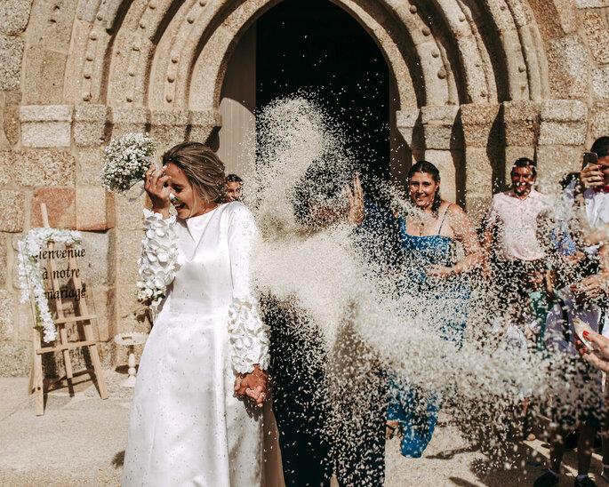Noiva a sair da igreja