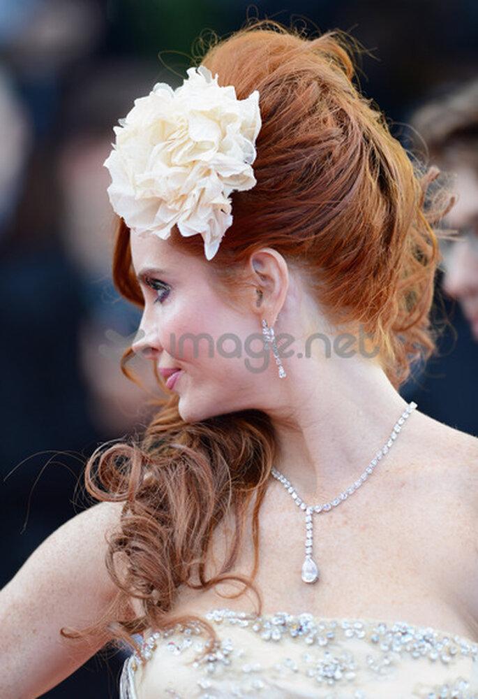Auch die Schauspielerin Phoebe Price liebt es nur einzelne Haarpartien hochzustecken – Foto: Cannes/image.net