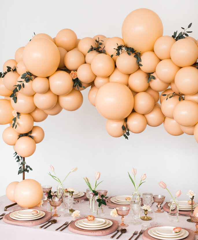 beige Ballons mit Blumen