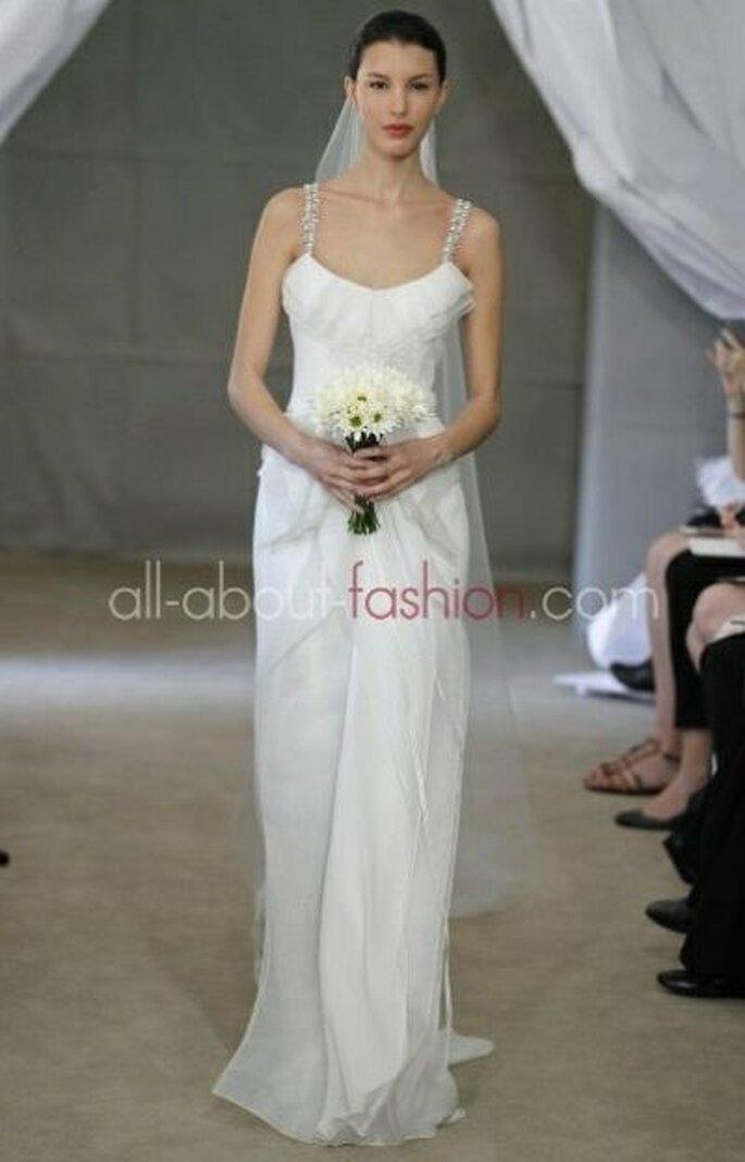 Brautkleid ohne Ärmel von Carolina Herrera - mit Trägern und Schleier