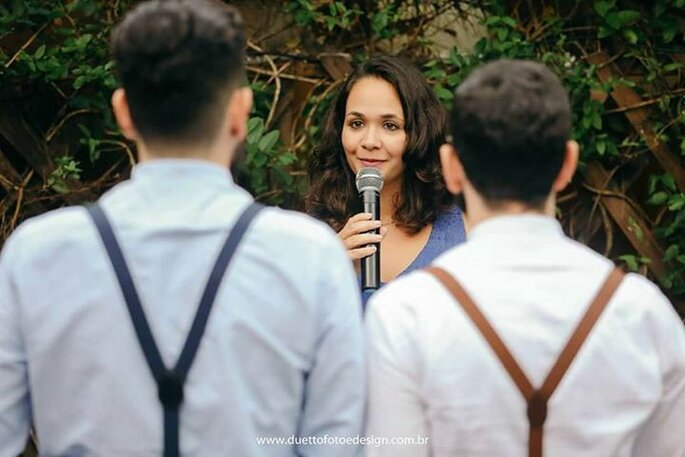 Isa casamenteira comanda cerimônia emocionante