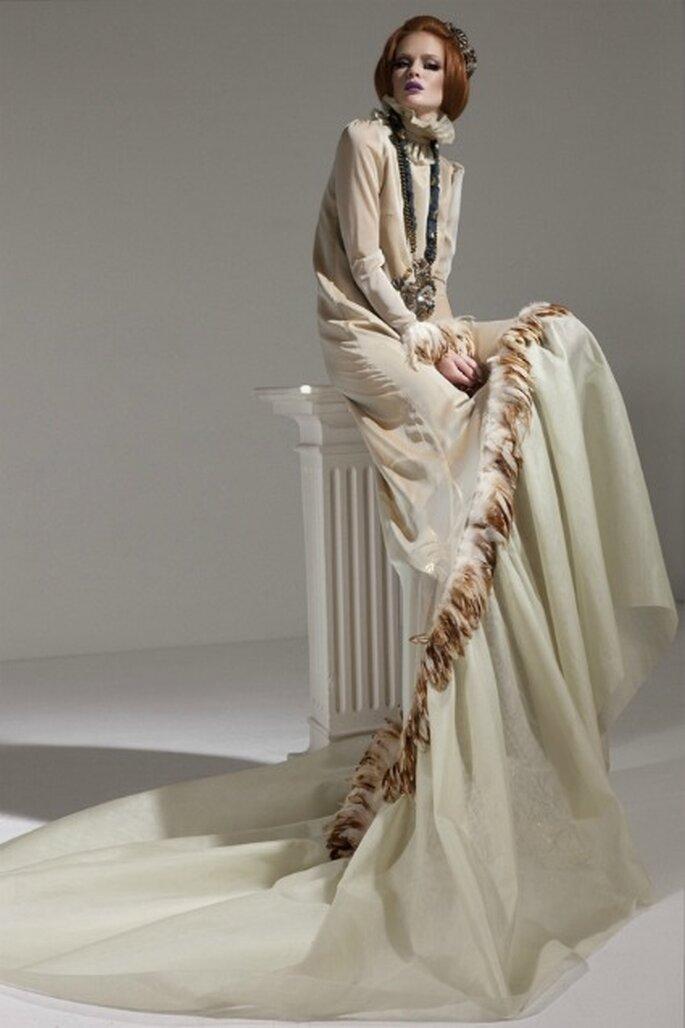 La nueva colección también tiene vestidos de novia con plumas - Eugenio Loarce
