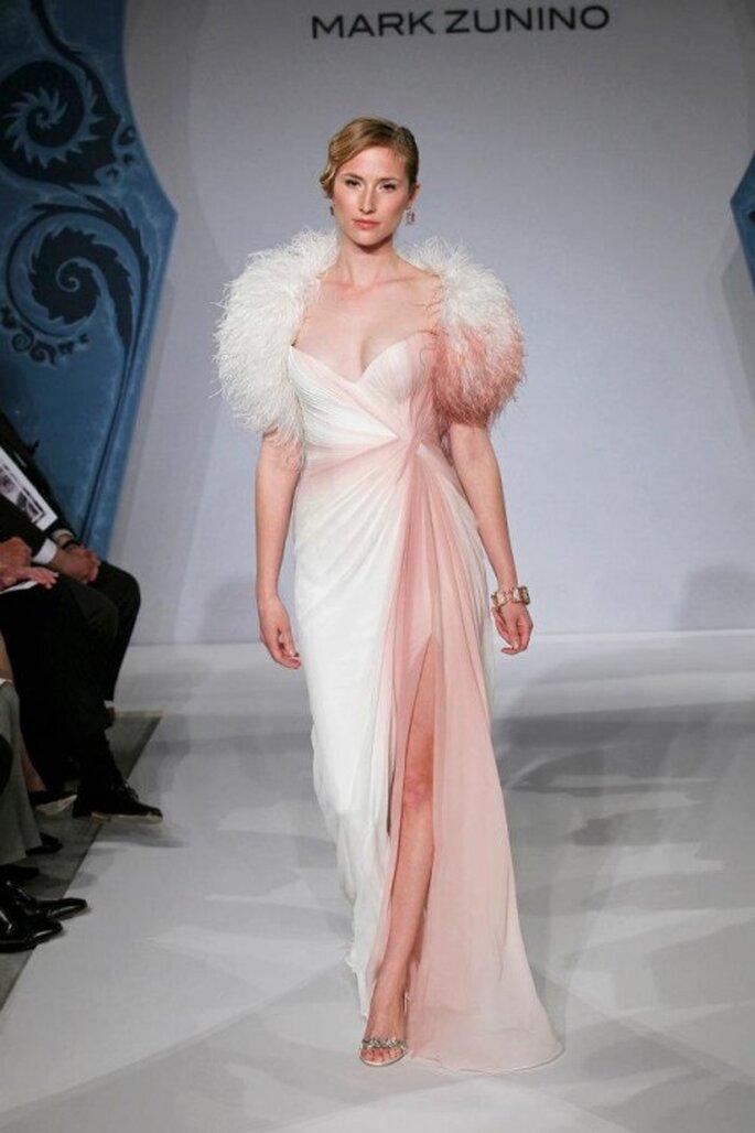 Vestido de novia blanco con rosa - Foto Mark Zunino for Kleinfeld 2013