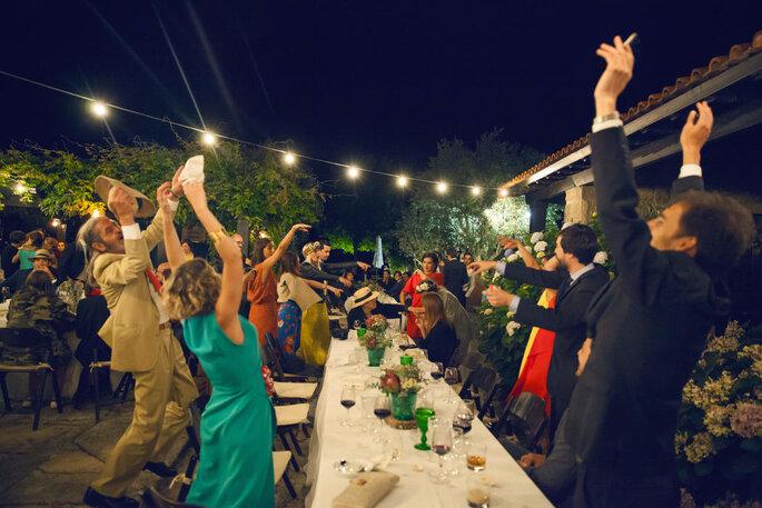 Felicidade em festa de casamento