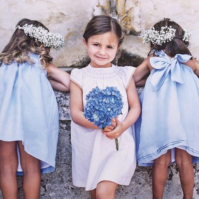 meninas com vestidos de verão frescos coroas de flores casamento