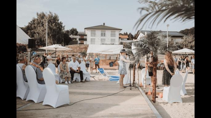 Flittereule bei der Beach-Hochzeit auf dem Reiterhof.