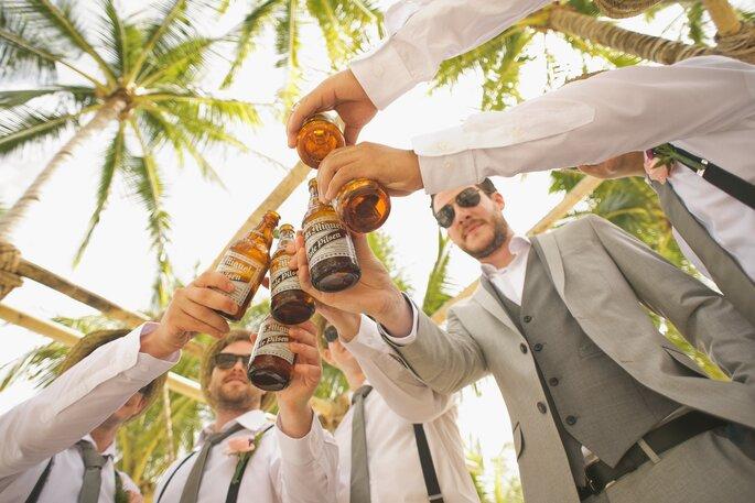 despedida de soltero playa con cerveza