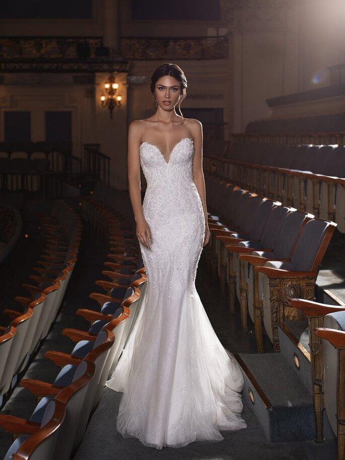 Pronovias Vestido de novia en escote corazónVestido de novia sirena con escote corazón, espalda descubierta y pedrería