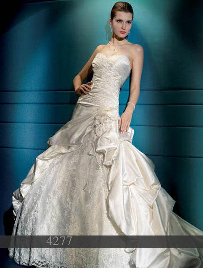 Demetrios 2011: Brautkleid aus Satin - Oberteil Bustier