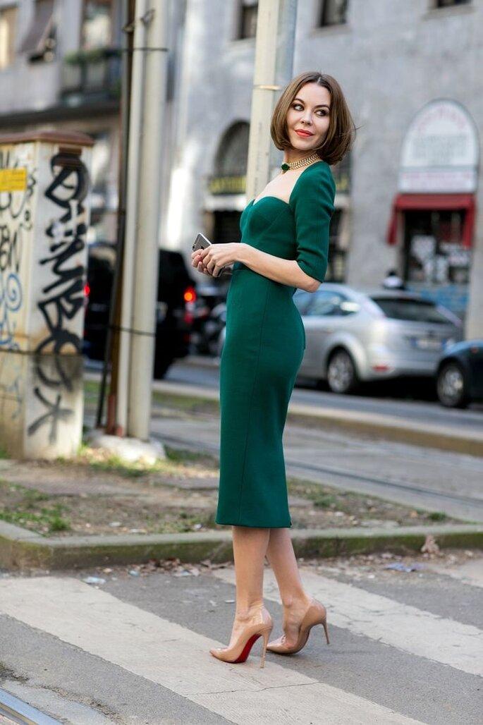 изумрудное платье и красные туфли фото унитаз смелое нестандартное