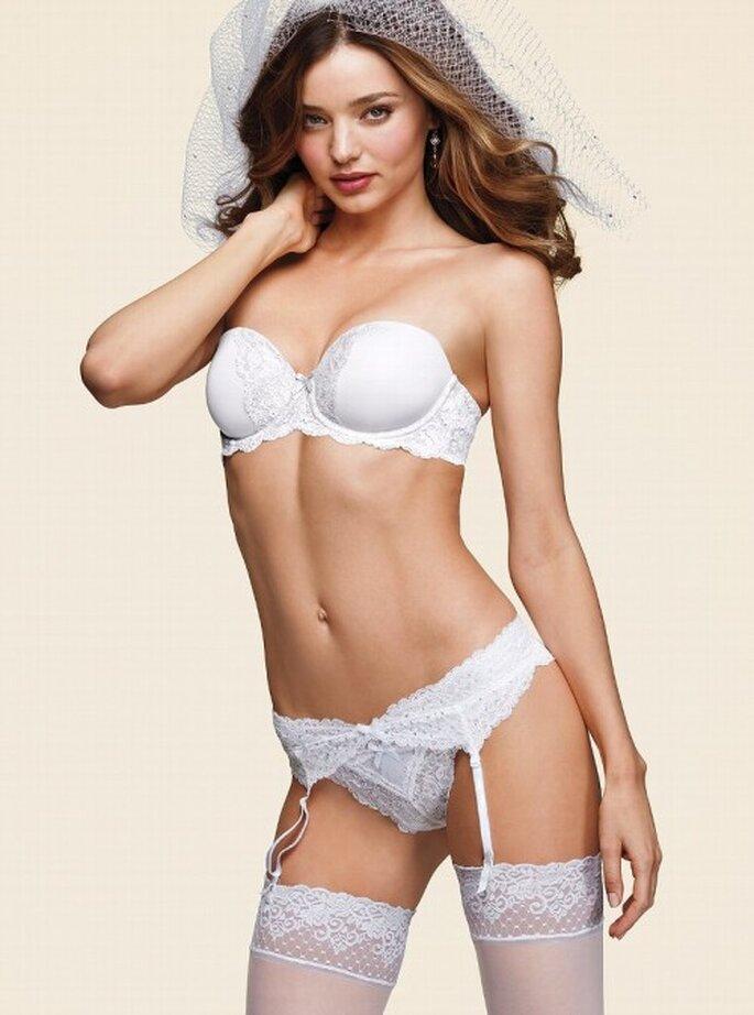 Lencería con encaje para novias - Foto Victoria's Secret 2013