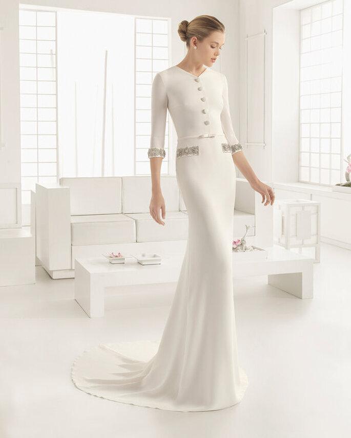 Vestido de noiva para casamento civil bem justo, estilo blazer e saia