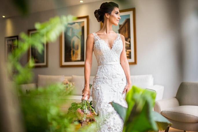 Noiva elegante com modelo da Morena Andrade