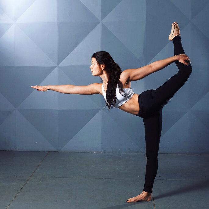mulher a fazer exercicio equilibrio