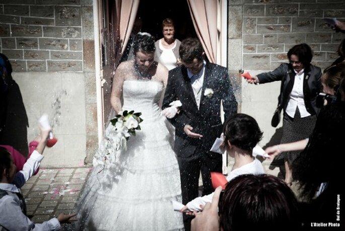 Pour la sortie de votre cérémonie de mariage, jouez l'originalité - Photo : L'Atelier Photo