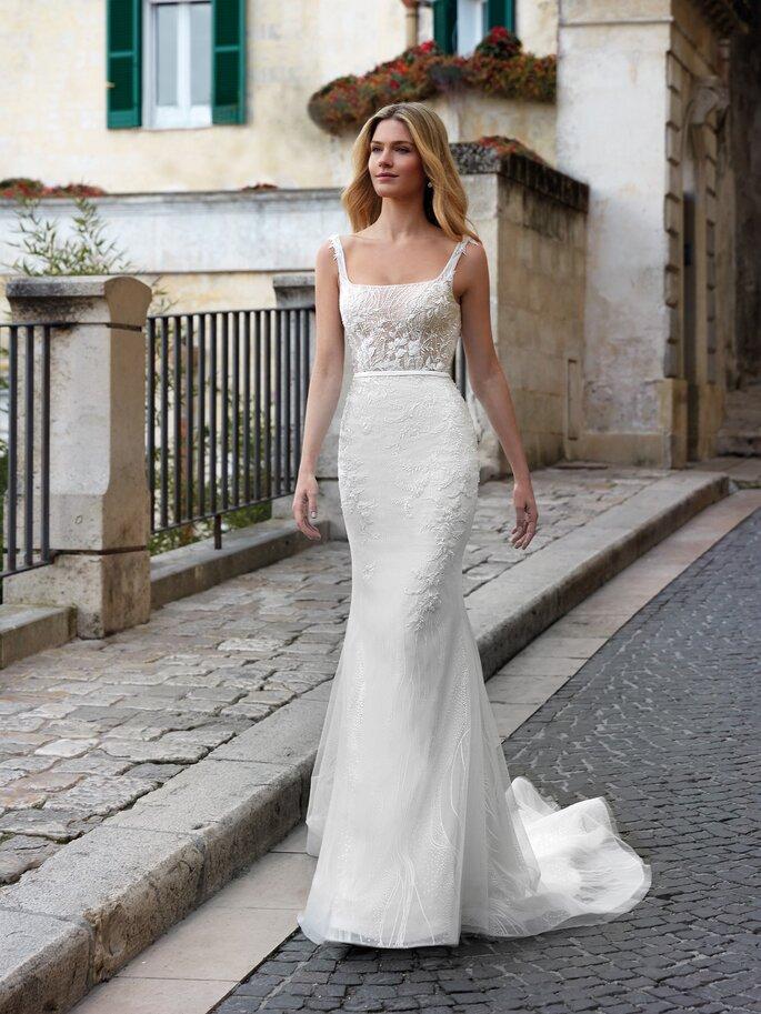 Vestido de novia con escote cuadrado y tirantes de corte de sirena con encaje