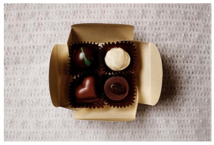 Cajitas con chocolates para ofrecer a tus invitados - Foto Zoe Lonergan
