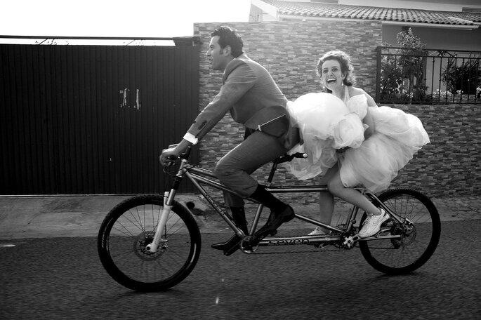 noivos de bicicleta