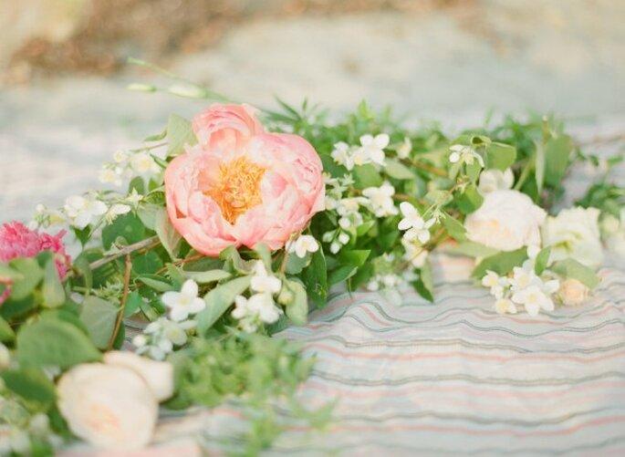 Detalles con peonías para decorar tu boda - Foto Ashley Kelemen