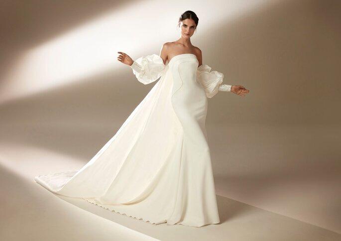 Pronovias Premiere 2021 Vestido de novia sirena con palabra de honor y espalda descubierta en crepe