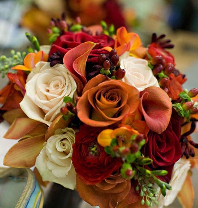 Ramo de novia de otoño de Rebecca'sSilver Rose. Foto de Prince CharmingPhotography