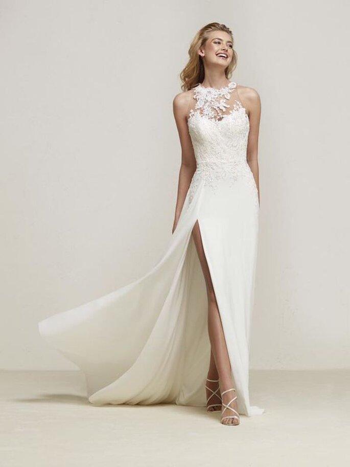 Brautmode. Brautkleid mit Spitzenoberteil und Beinschlitz