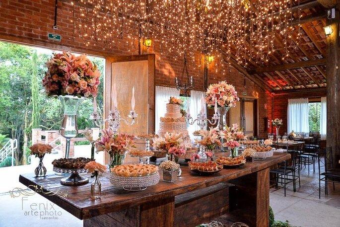 Mesa de doces montada na Mansão Fato