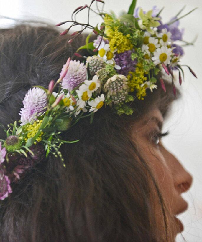 Coronas de flores para una novia hippie - Cortesía Pamela Love