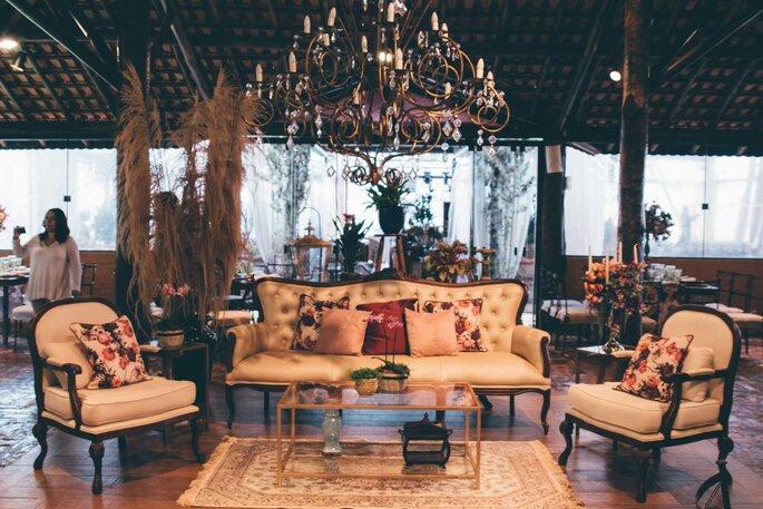 Aluguel de mobiliário: H2 Locações e Eventos | Foto: Lamourgraphy