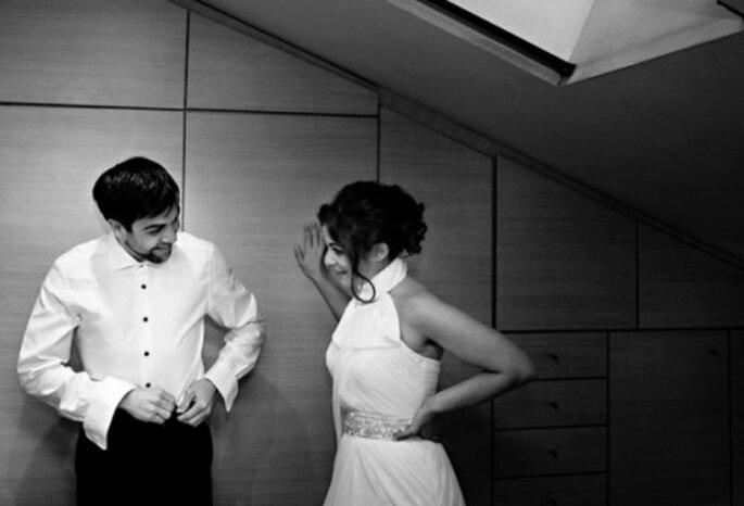 Pareja de novios alistandose para la boda - Foto Attitude Fotografia