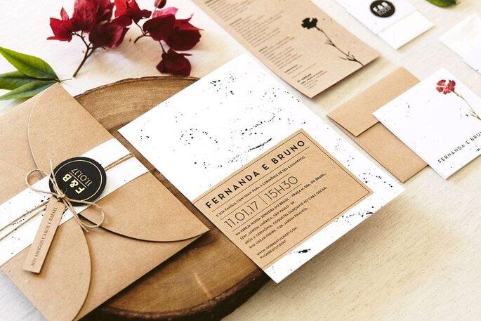 Convite de casamento em papel kraft com fio de sisal.