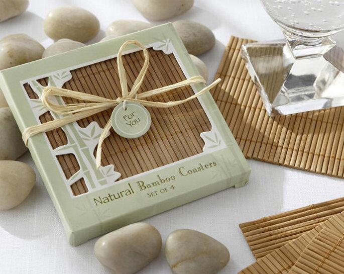 Posavasos de bambú: un recuerdo natural que trae suerte a quien lo recibe. Fotos: Tienda Virtual Invita