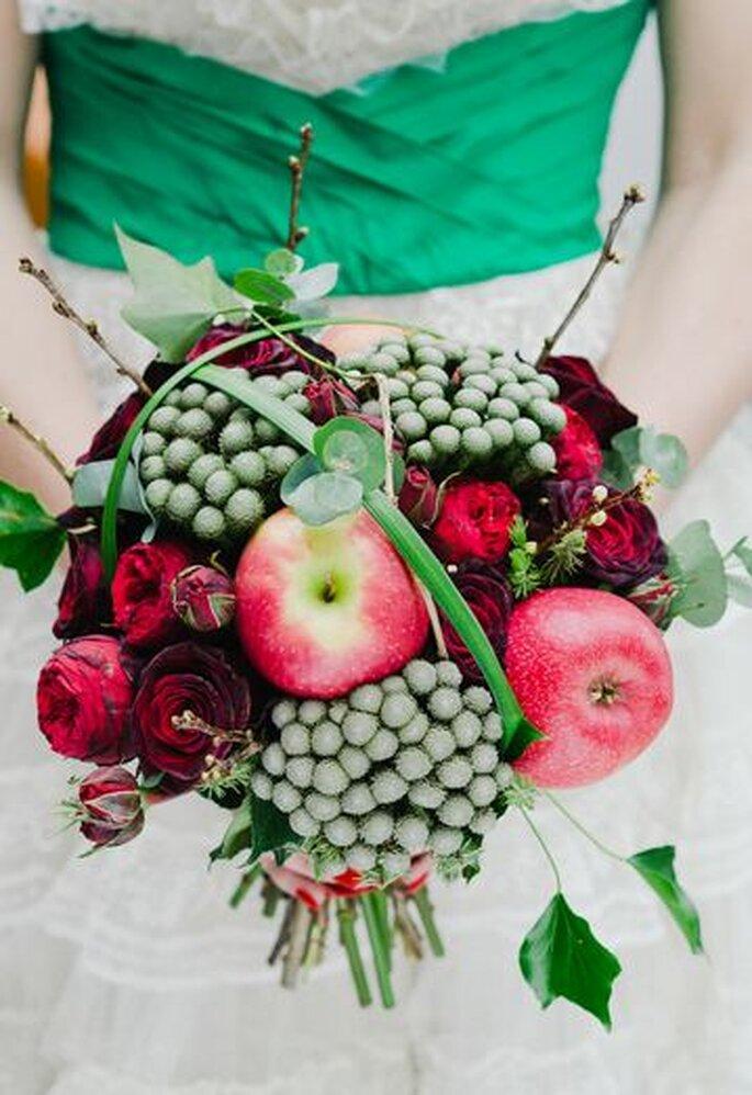 Rot ist die Farbe der Liebe und wird 2013 die Must-Have-Farbe bei Blumensträußen – Foto: Laura Babb