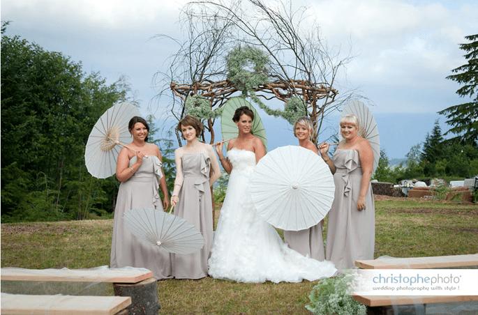 Ombrelles en papier à votre mariage - Photo: Christophe Viseux