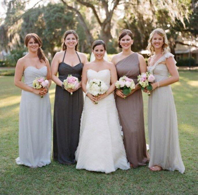 Tendencia descombinada para los vestidos de dama de boda 2013 - Foto Amsale Bridesmaid Facebook