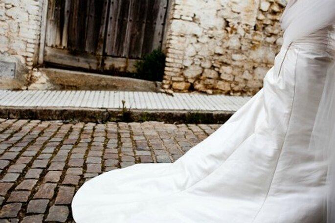 El vestido de la novia en su paseo por el pueblo- Foto: Valentín Gámiz