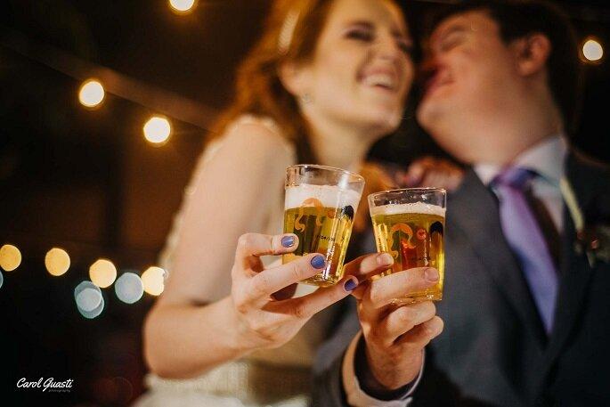 Amanda e Diogo compartilharam as tarefas do casamento. Foto: Carol Guasti.