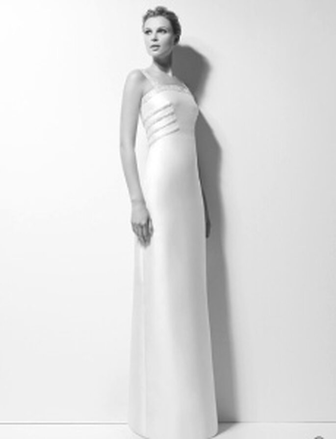 Karl Lagerfeld 2010 - Xara, vestito lungo in mikado ricamato in pietre, scollo retto alto