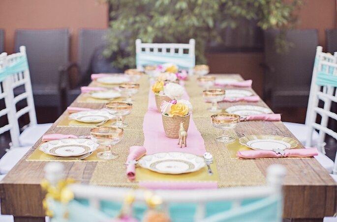 Mesa com decoração de unicórnios