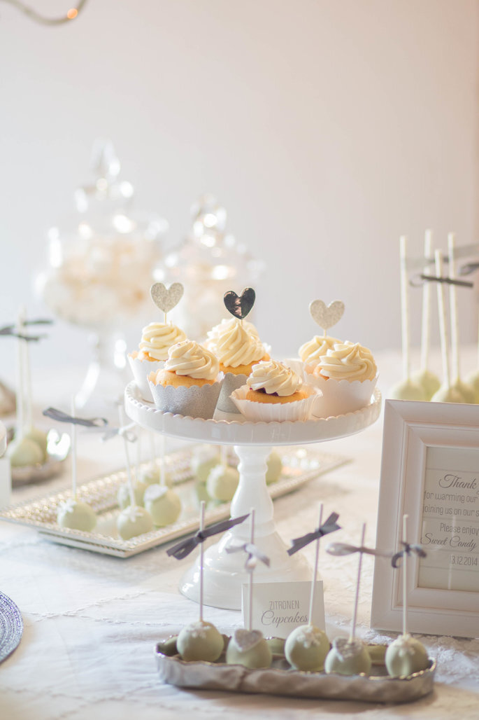 Muffins und Cake Pops in Weiß für Winterhochzeit