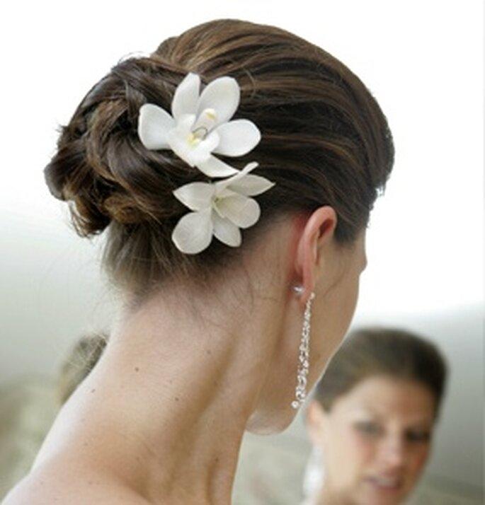 Un sencillo pero elegante recogido con flores