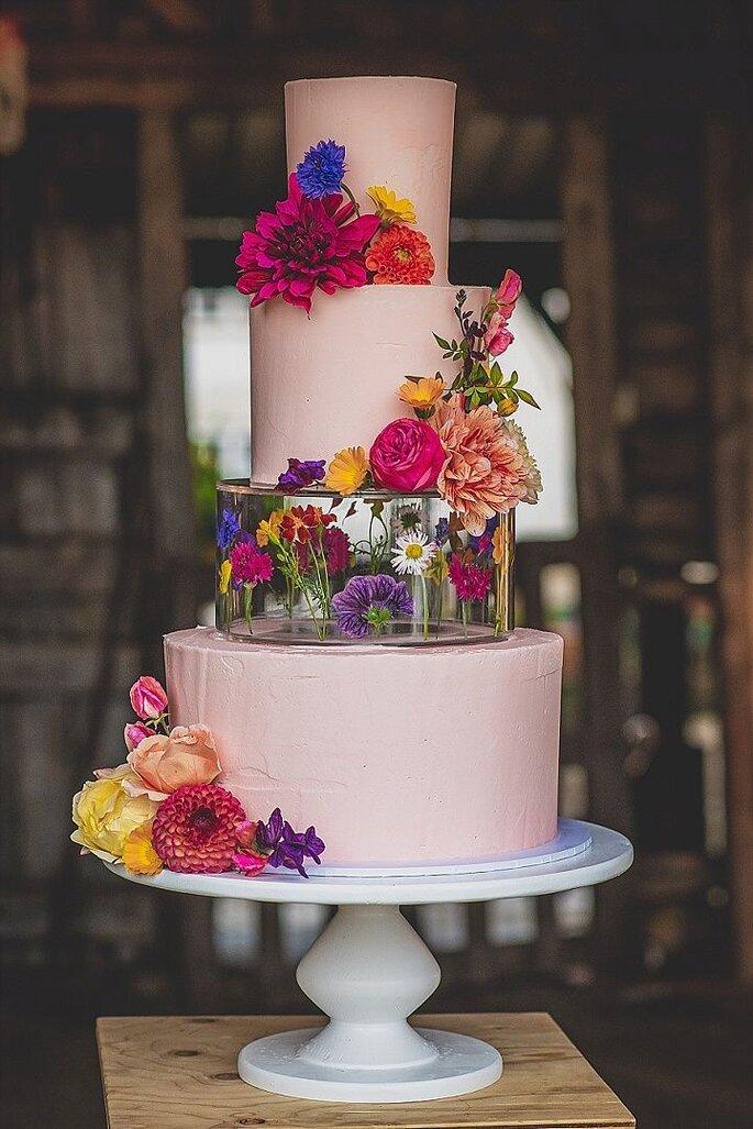 Hochzeitstorte 3-stöckig mit integrierter Ebene aus Plastik mit Blumendeko