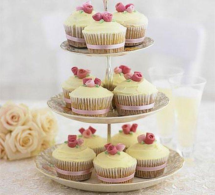 piramide di cupcakes decorati