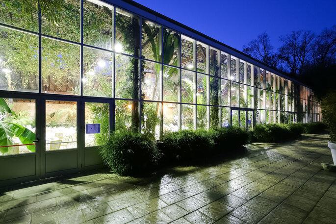 Façade vitrée de la grande salle de réception La Forêt des Arts