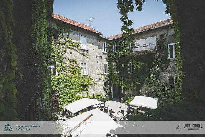 Palazzo Acampora - patio interno in estate