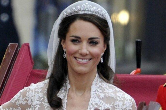 Per giorni si è vociferato del fatto che Kate Middleton avesse provveduto personalmente a farsi il trucco in occasione del suo matrimonio con William d'Inghilterra. Foto www.style.it